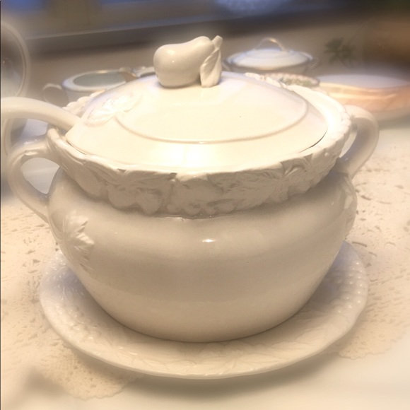Garden White Soup Tureen with Ladle and Plate